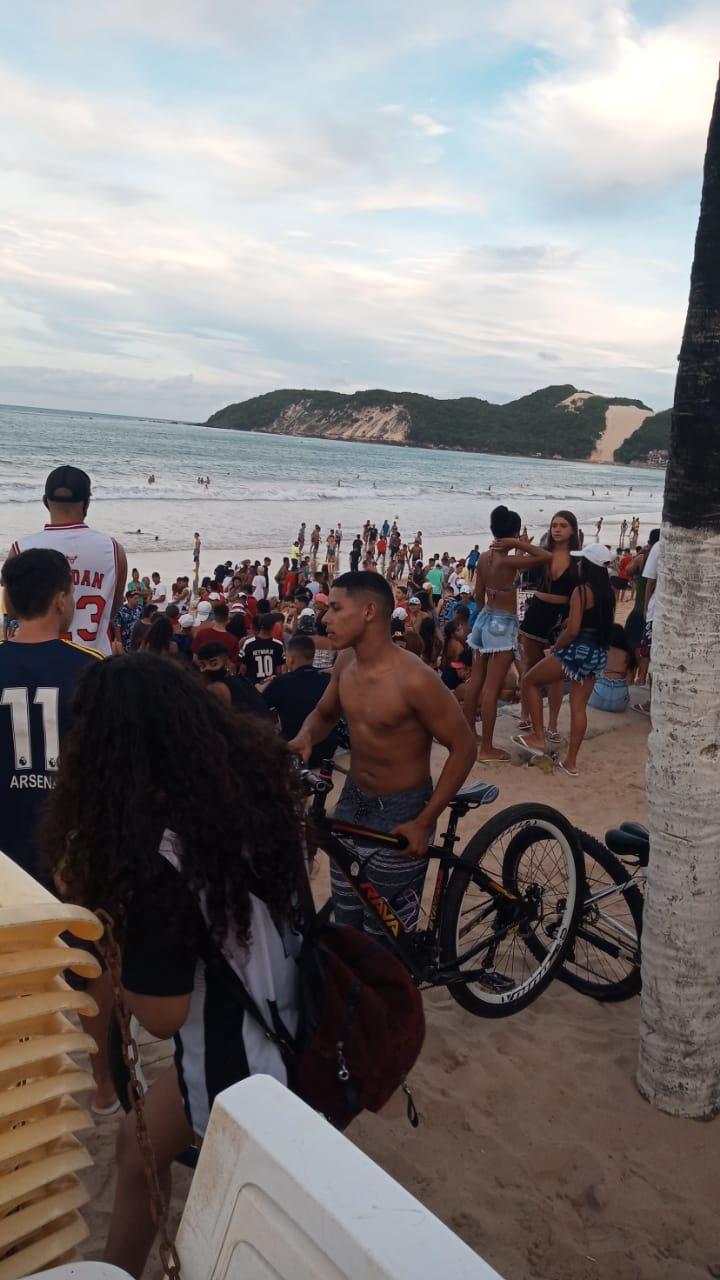 Aglomeração foi registrada na tarde deste domingo (1), na orla de Ponta Negra - Foto: Cedida