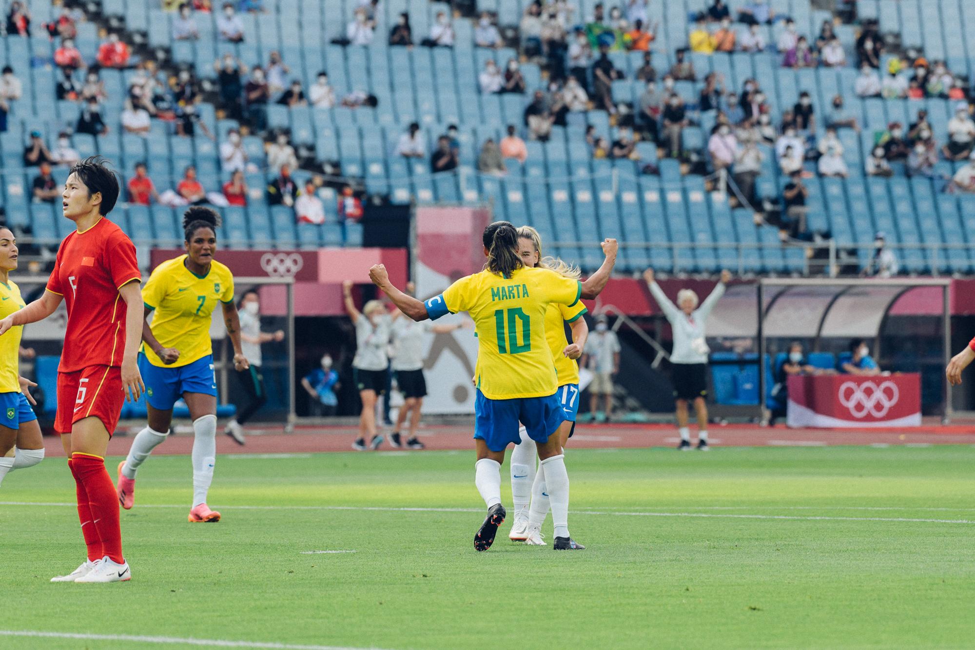 Brasil vence a China na estreia pelas Olimpíadas