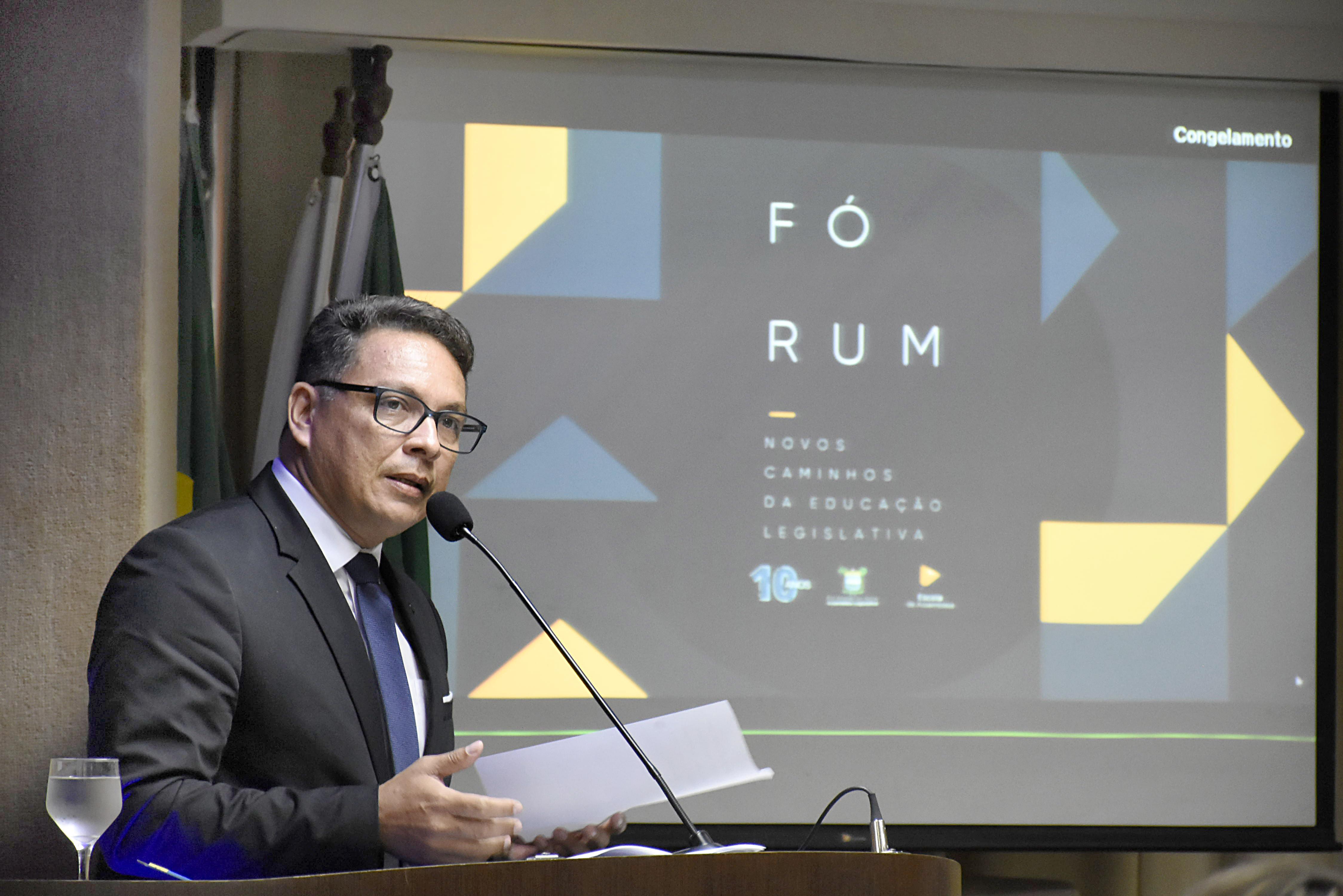 Professor João Maria de Lima, diretor da Escola da Assembleia
