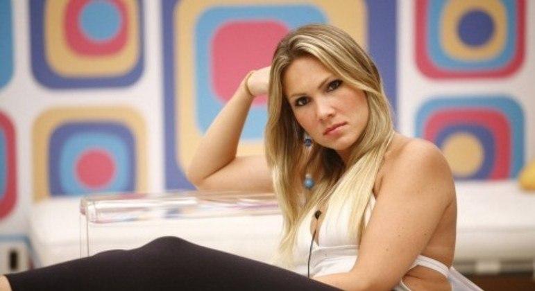 Josiane Oliveira, ex-participante do 'BBB', morre aos 43 anos
